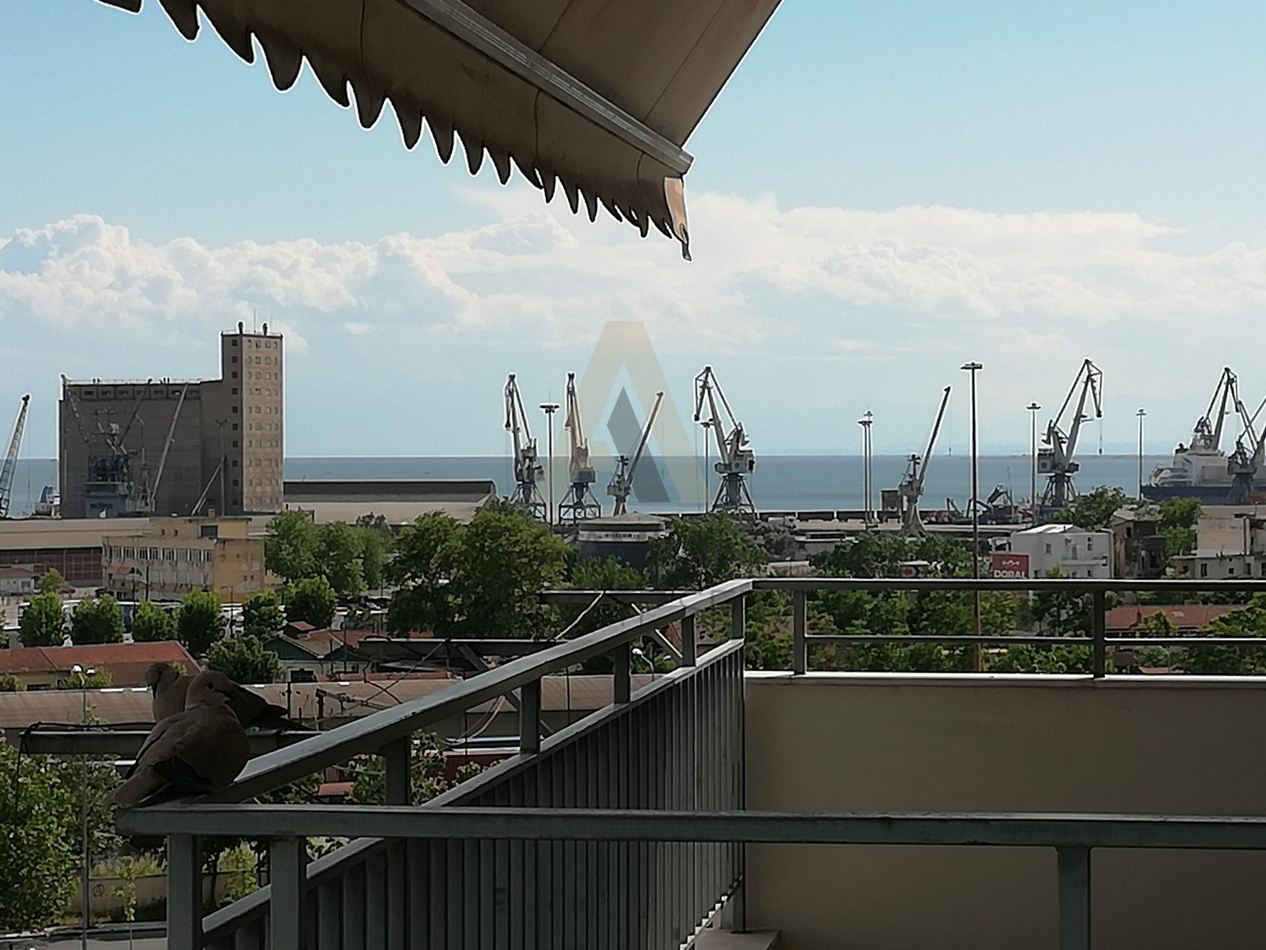 Με θέα στο Λιμάνι